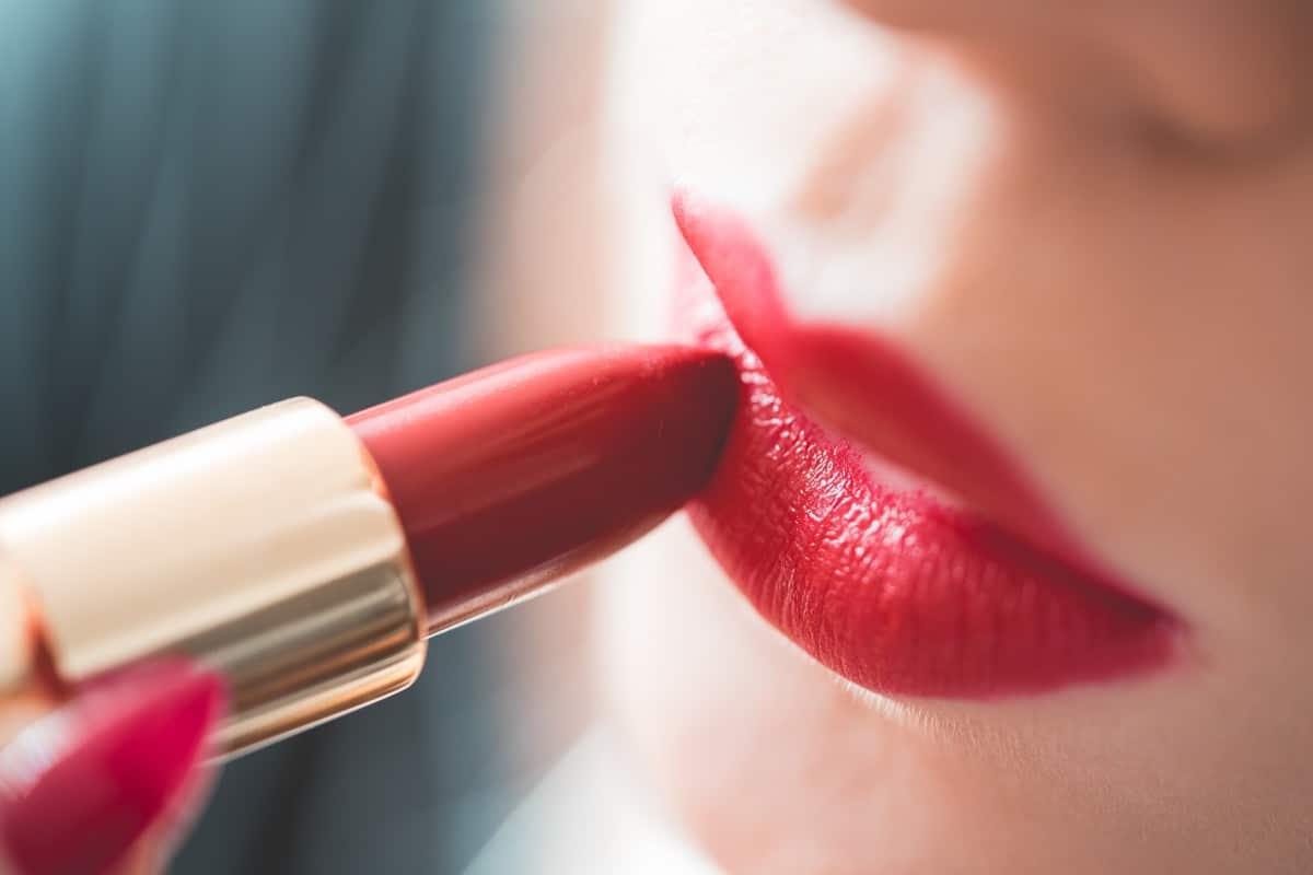 Comment faire du rouge à lèvres avec ombre à paupières?
