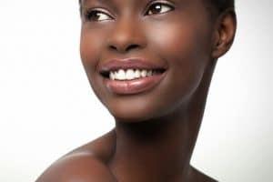 Comment choisir votre fondation pour la peau noire?